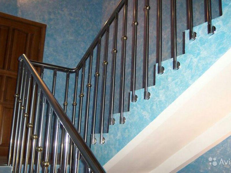 iPagari iuntuki tangga terbuat idarii stainless steel