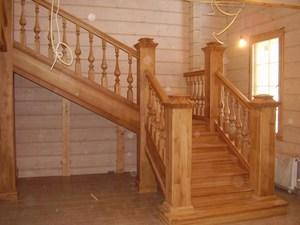 Деревянная конструкция лестницы