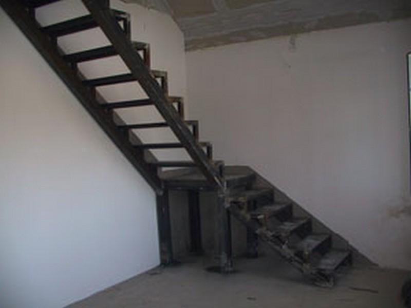 Лестница на второй этаж из металла своими руками