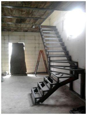 лестница на второй этаж фото из металла