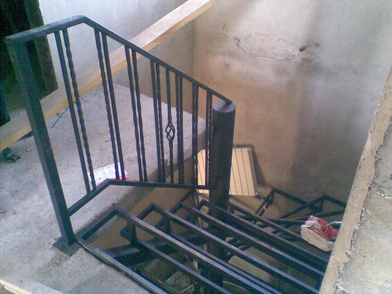 Лестницы на второй этаж на металлическом каркасе