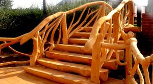 Лестницы из бревен и полубревен: особенности, фото и рекомендации по строительству