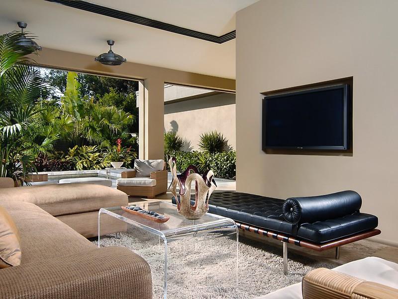 Красивый интерьер и дизайн большой гостиной в загородном доме на фото