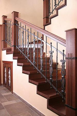 Преимущества стилей кованых перил для лестниц