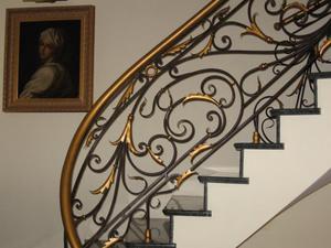 Разнообразие стилей кованых перил для лестниц.