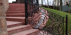 Кованые перила для лестниц – эскизы и реальность